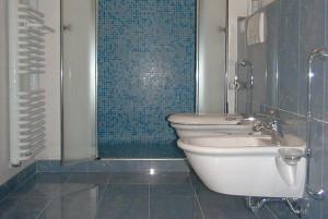 Rifare il bagno quanto costa ristrutturare casa - Quanto costa una vasca da bagno ...