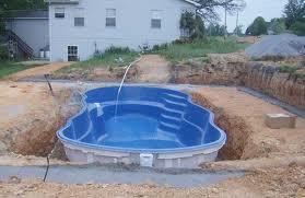 Piscine in vetro resina quanto costano ristrutturare casa - Quanto costa costruire una piscina ...